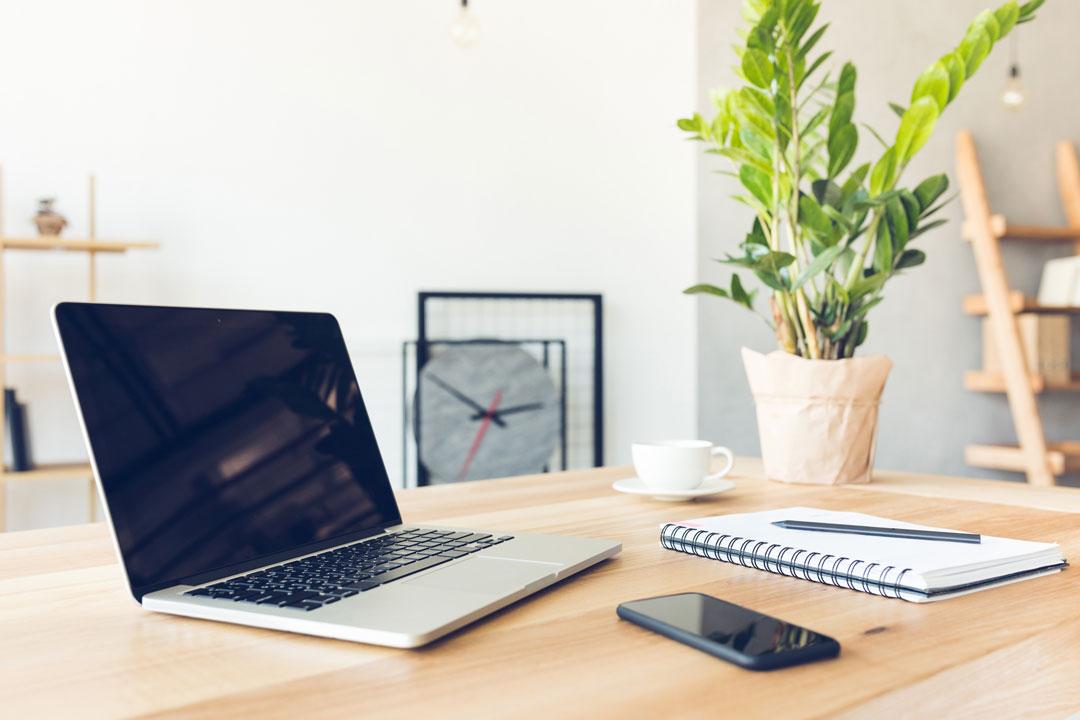 Do desks affect productivity?